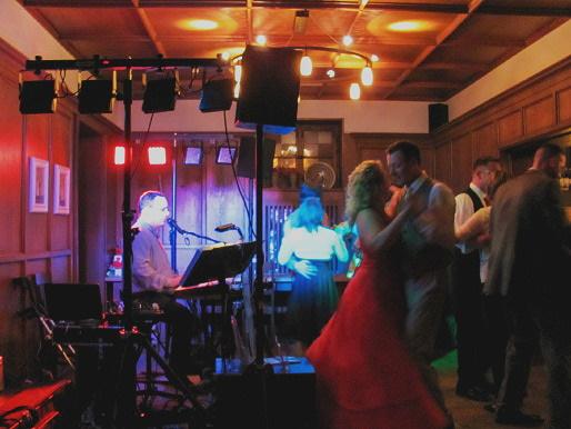Musikanlage und Lichtanlage für Hochzeitsfeier ist schon organisiert